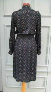 robe noire points V