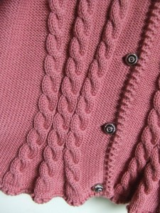 gilet torsade rose detail boutons