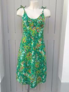 robe verte à fines bretelles