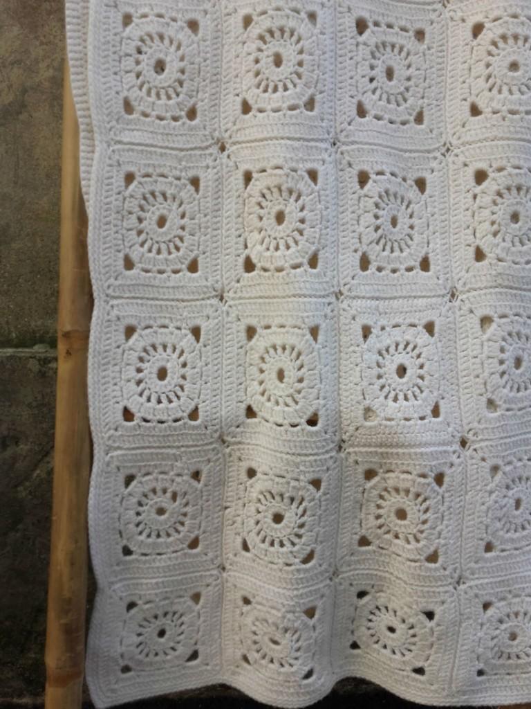 couverture granny square blanc
