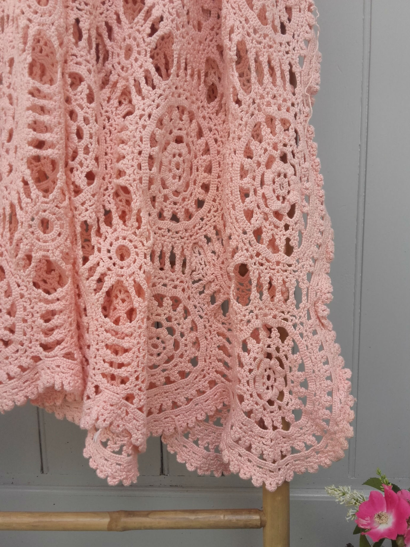 couvre lit crochet en coton rose quiche lorraine vintage. Black Bedroom Furniture Sets. Home Design Ideas