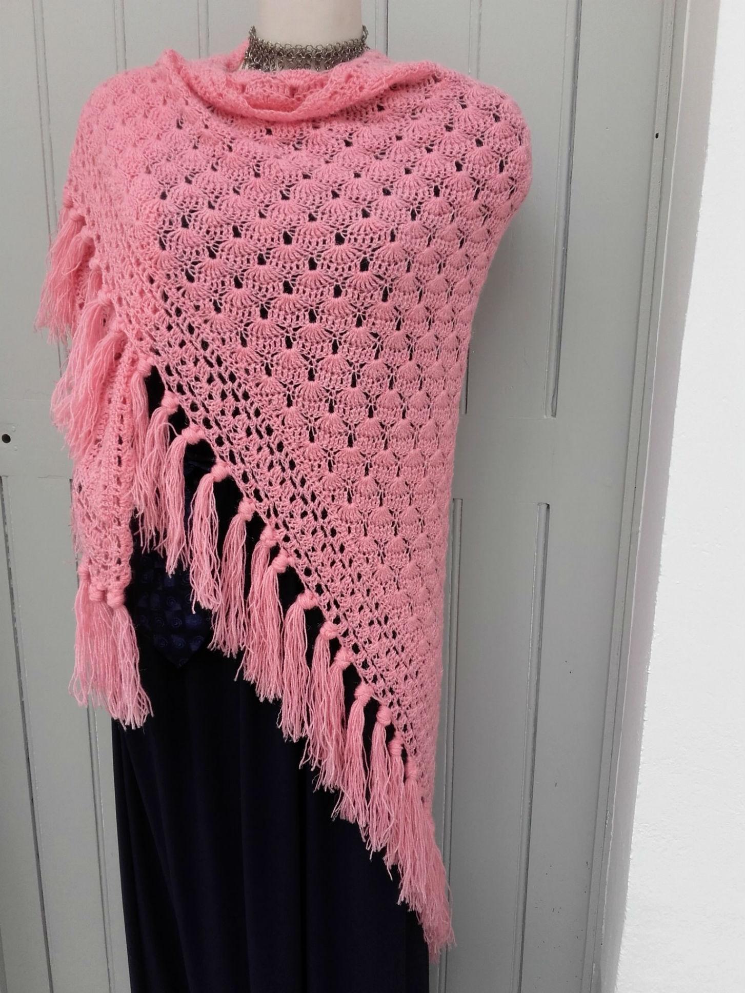 châle au crochet couleur rose   crochet vintage – quiche lorraine ... c323c263a028