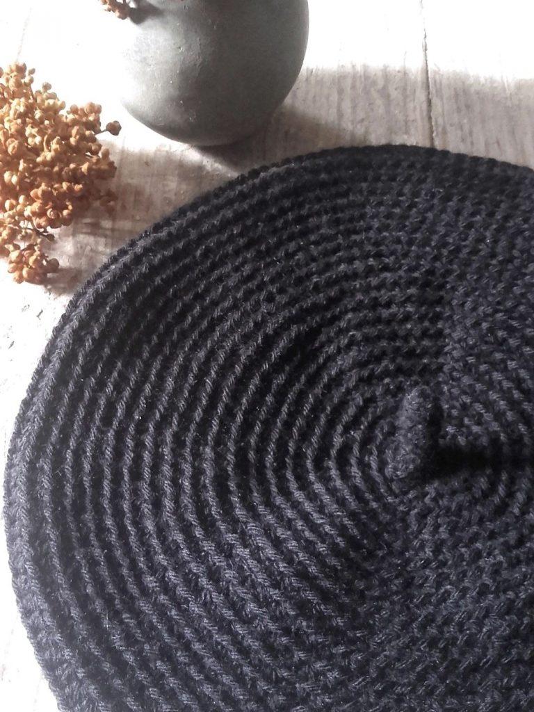 béret noir crochet black beret